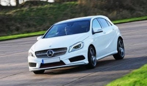 Mercedes-Benz A250 Engineered by AMG 4Matic vs. VW Golf GTI