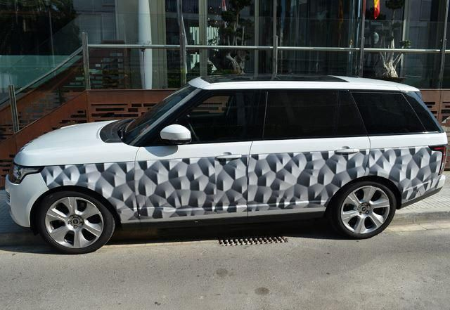 Long wheelbase Range Rover to go on Sale in March 2014